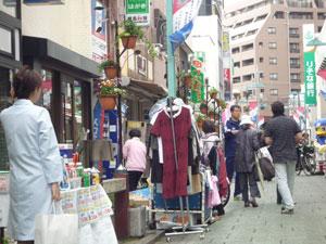恒例の青空市開催!~薬局や用品店も出店してれました!