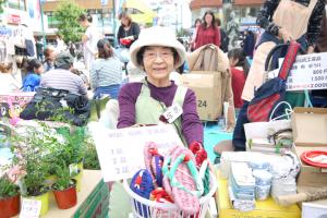 綱島伝統工芸品の健康ぞうりを出品されていたお母さん