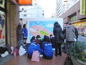 港北高校美術部パデュ通り壁画~全体を仕上げていますあと少し!
