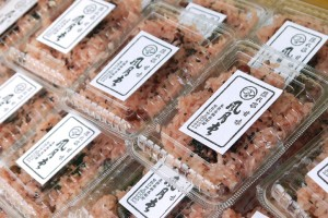 ズラリと並ぶ甘味風月堂のお赤飯