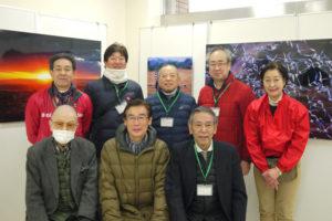前列向かって左から2番目が井上冬彦先生です